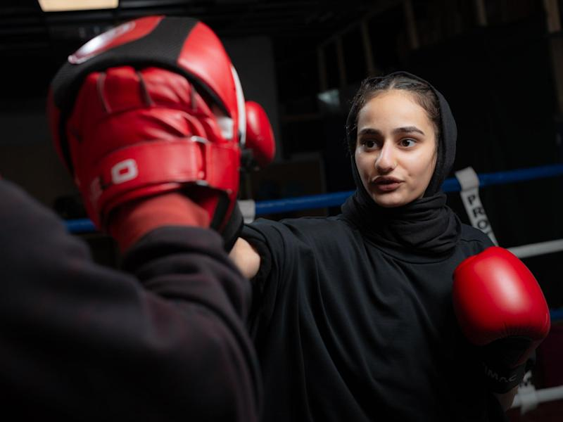 Hijab clad Muslim teenager set to smash stereotypes in boxing