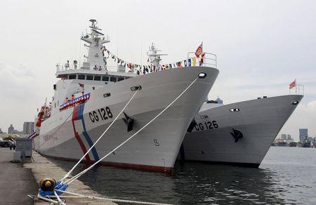 """Taiwan Coast Guard's new patrol ship, the 3000-ton """"Ilan"""" (L), is seen during a commissioning ceremony in the port of Kaohsiung, southern Taiwan, June 6, 2015.  REUTERS/Pichi Chuang"""