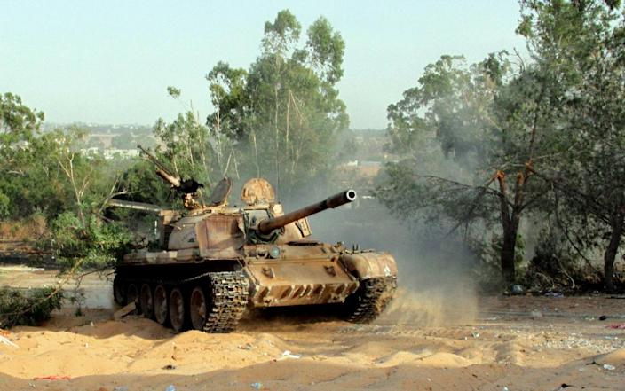 A picture taken on August 17, 2014 shows a tank during fighting between rival militias around Tripoli international airport (AFP Photo/Mahmud Turkia)
