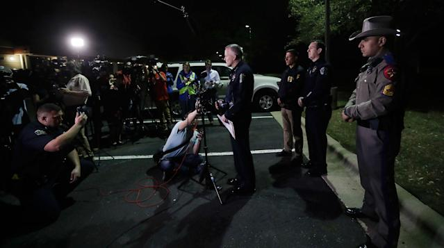 <p>Interim Austin police Chief Brian Manley, center, talks to the media after an explosion, Monday, March 19, 2018, in Austin, Texas. (Photo: Eric Gay/AP) </p>