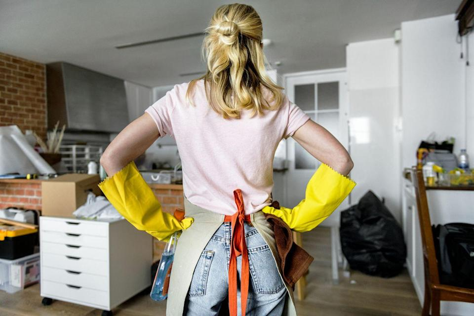 "<p>You might start cleaning your desk, bring an item into your bedroom, get distracted, and start cleaning in there. Instead, Stacey Agin Murray, professional organizer of <a href=""https://organizedartistry.com/"" rel=""nofollow noopener"" target=""_blank"" data-ylk=""slk:Organized Artistry,"" class=""link rapid-noclick-resp"">Organized Artistry,</a> tells Woman's Day to stay on a ""focused path."" </p><p>""When de-cluttering the contents of a room, start at the doorway and de-clutter around the room in a clockwise direction,"" she suggests, noting that having a set path keeps you from zig-zagging. </p><p>Need to take a de-cluttering break for an hour or a few days? Murray says to ""Place a brightly colored scarf or pillow at the spot where you'll need to start de-cluttering next. That way, you won't have to use your brain power to remember where you last left off.""</p>"