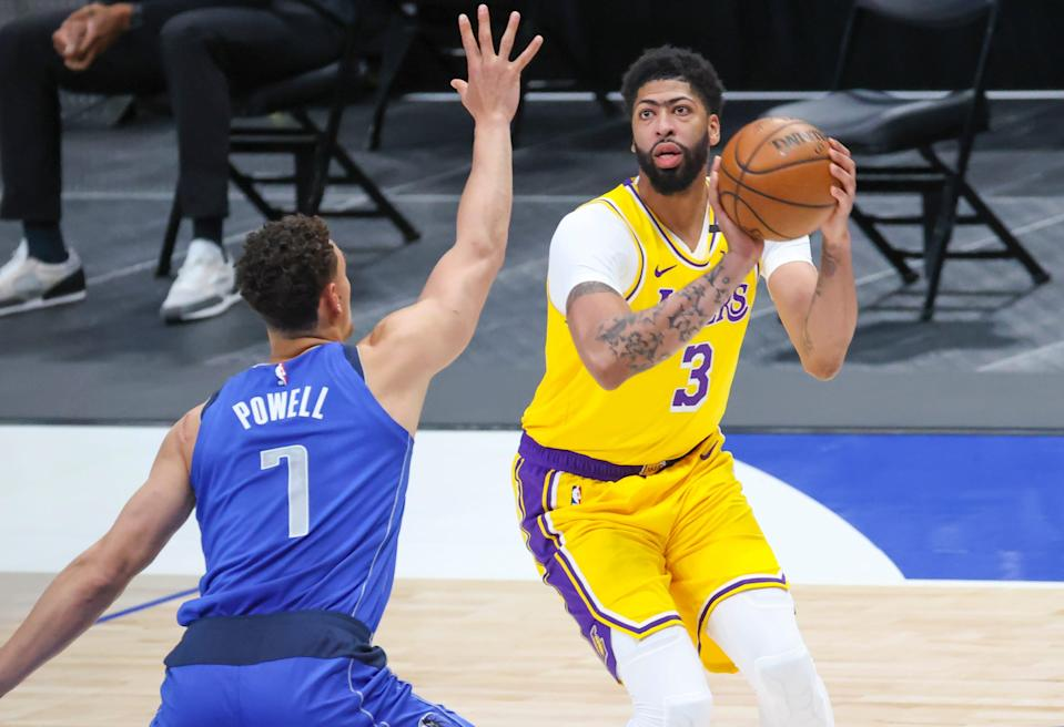 Anthony Davis is easing his way back into the Lakers lineup after missing 30 games.