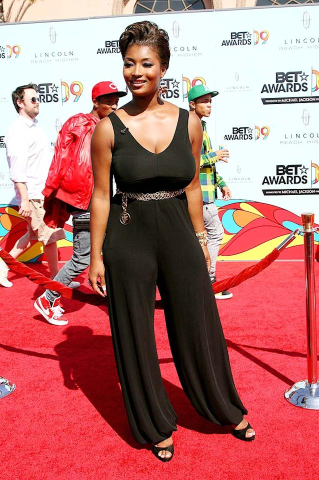 "Former ""Top Model"" contestant Toccara Jones donned a black jumpsuit and a sassy 'do to conduct red carpet interviews at the awards show. Maury Phillips/<a href=""http://www.wireimage.com"" target=""new"">WireImage.com</a> - June 28, 2009"