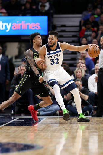 MINNEAPOLIS, MN - MARCH 28: Karl-Anthony Towns #32 of the Minnesota Timberwolves handles the ball against the Atlanta Hawks on March 28, 2018 at Target Center in Minneapolis, Minnesota. (Photo by Jordan Johnson/NBAE via Getty Images)