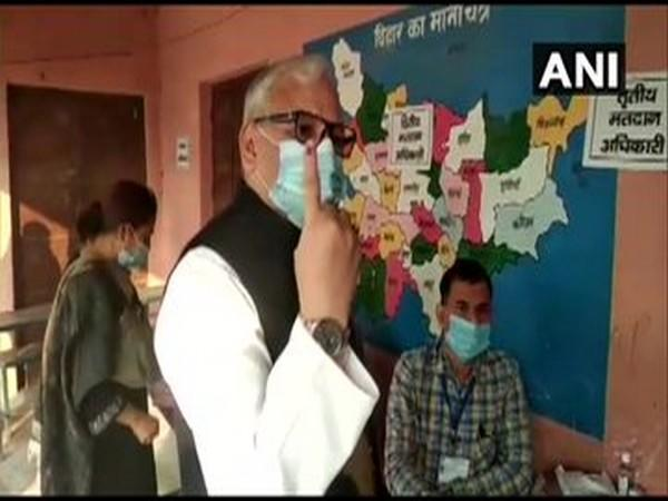 Rajya Sabha MP Ahmad Ashfaque Karim casts his vote at a polling station in Katihar. Photo/ANI