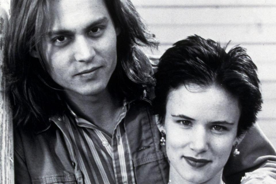 <p>In 1993, he stepped out with Juliette Lewis, whom he met making 'What's Eating Gilbert Grape'.</p>