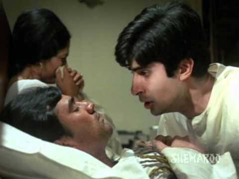 In 1971, the Hrishikesh Mukherjee film centred around Anand played by Rajesh Khanna, the doctor essayed by Amitabh Bachchan was secondary, but inevitable. The lanky and frail actor, who would grow into a megastar in the years to come, had enough talent to do justice to the role assigned to him. 'Anand' would be incomplete without Anand's 'Babumoshai'.