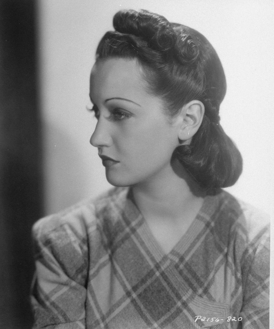 <p>Dorothy Lamour, among other actresses, touted a less curly style that had hair rolled into a neat silhouette.</p>