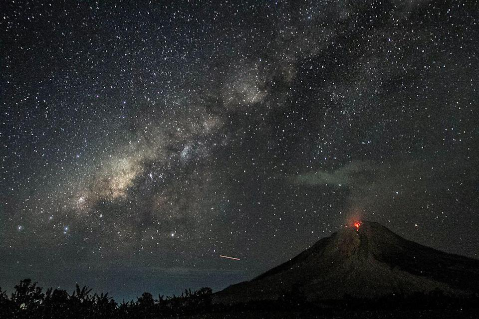 <p>Sinabung Volcano erupts under the Milky Way in Karo, Indonesia // August 2, 2017</p>
