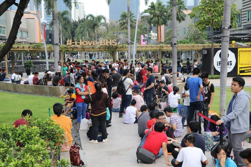 Line outside Fully Booked BGC on Free Comic Book Day 2018. (Photo: Fully Booked/FB)