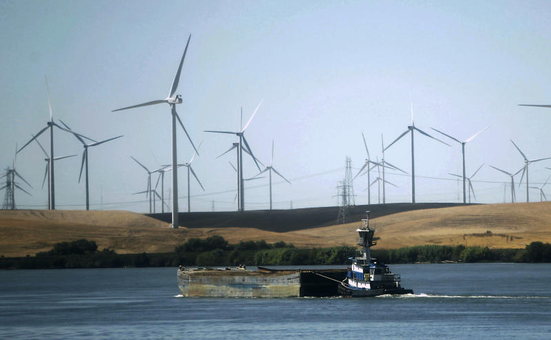 California lawmakers move closer to regional electric grid