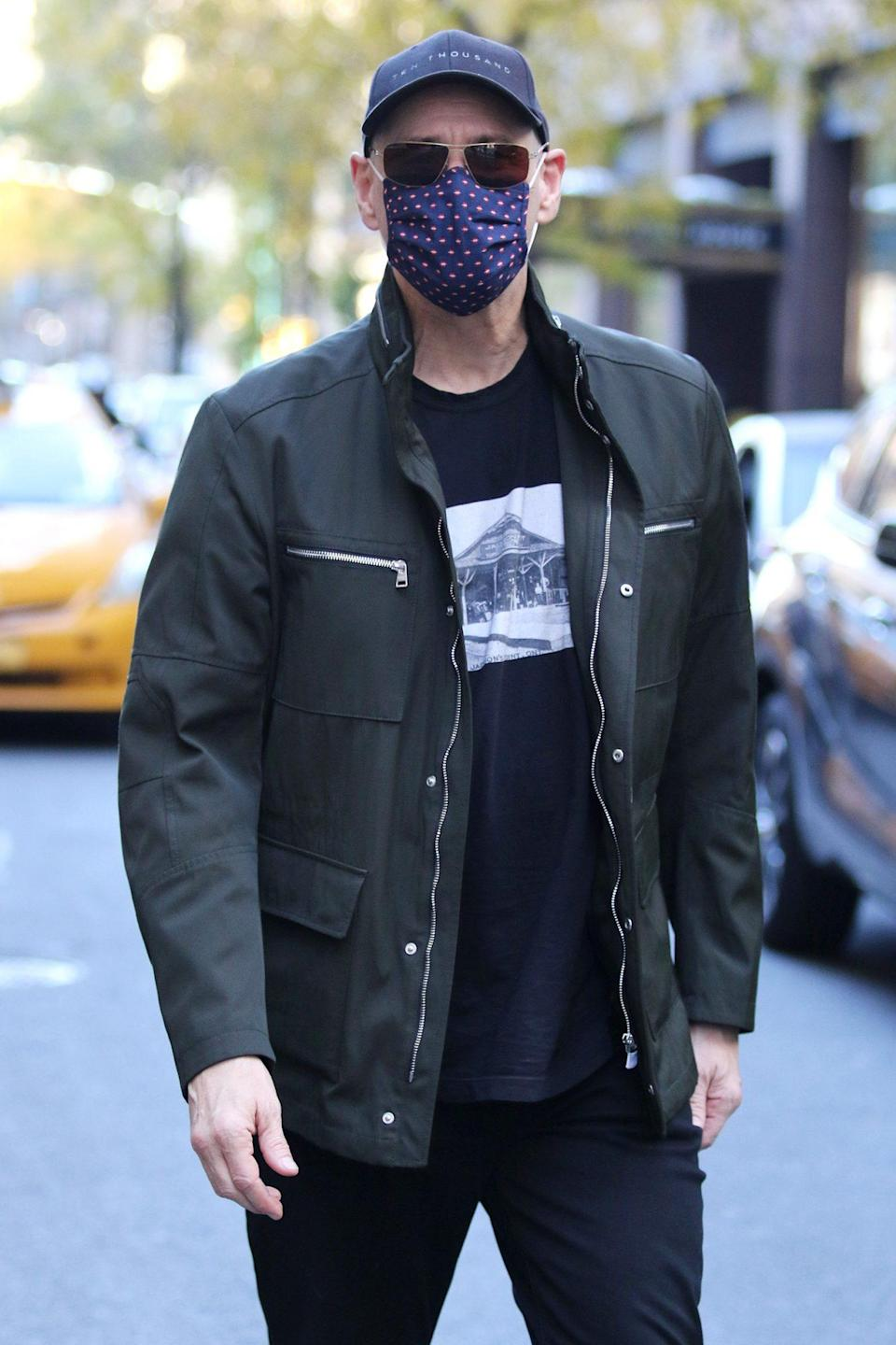 <p><i>The Mask </i>star Jim Carrey wears a face covering as he's seen heading to lunch in N.Y.C. on Sunday.</p>