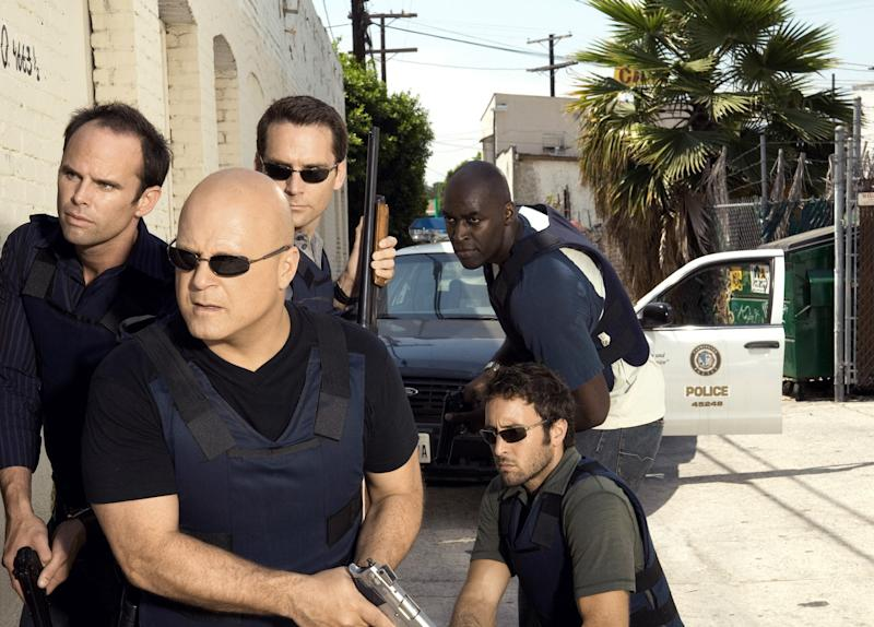 THE SHIELD, (clockwise from top right): Michael Jace, Alex O'Loughlin, Michael Chiklis, Walton Goggins, David Rees Snell, (Season 6), 2002-08. photo: Prashant Gupta / © Fox / Courtesy: Everett Collection | ©20thCentFox/Courtesy Everett Collection—©20thCentFox/Courtesy Everett Collection
