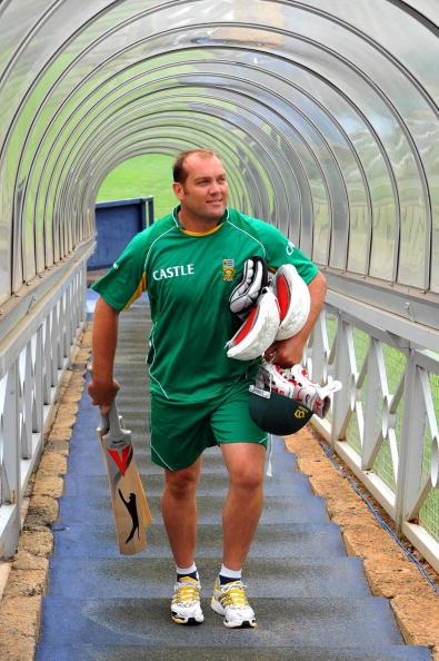 JOHANNESBURG, SOUTH AFRICA - FEBRUARY 24:  Jacques Kallis leaves the South Africa Nets Session at the Wanderers Cricket Ground on February 24, 2009 in Johannesburg, South Africa.  (Photo by Duif du Toit/Gallo Images/Getty Images)