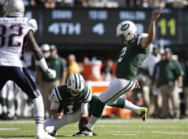 New York Jets kicker Nick Folk (2) kicks a field goal during the first half of an NFL football game against the New England Patriots Sunday, Oct. 20, 2013, in East Rutherford, N.J. (AP Photo/Kathy Willens)