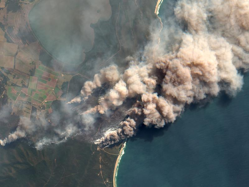 Vista satelital de uno de los focos de incendio en Australia (Photo by Orbital Horizon/Copernicus Sentinel Data)