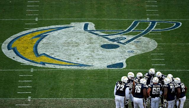 The offense of the San Diego Chargers, seen in huddle during a NFL game at Qualcomm Stadium in San Diego, California, on January 1, 2017 (AFP Photo/Donald Miralle)