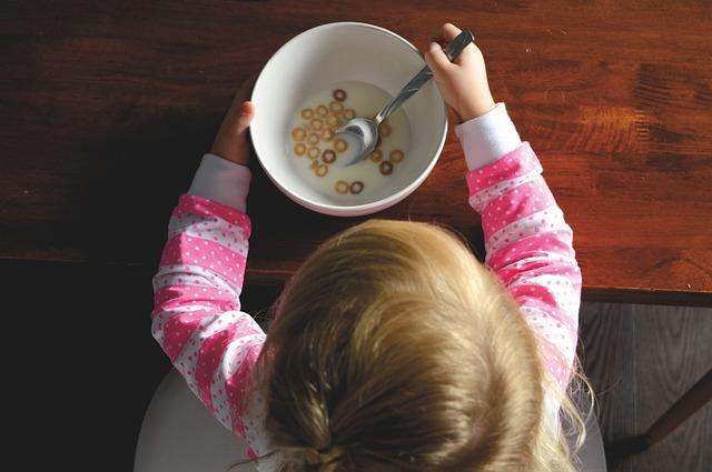 I know of parents of three- five-year-olds who still cook separate food for their children as they believe that children need to eat bland food, or because their child is unable to take in the food which is cooked at home, either due to high spice levels, or because they are used to getting special food. However, you need to avoid doing that. According to a growing body of research, children are more likely to develop healthy eating habits in their infancy. Otherwise, you will end up with a lifelong picky eater. If your child can't take spice, reduce your family's overall intake. Join your child at the dining table and make mealtime family time. This will encourage your child to explore new food, and also get much more nutrients.