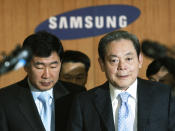FILE - In this April 22, 2008, file photo, Samsung Group Chairman Lee Kun-hee, right, arrives to hold a news conference at the Samsung Group headquarters in Seoul, South Korea. Lee, the ailing Samsung Electronics chairman who transformed the small television maker into a global giant of consumer electronics, has died, a Samsung statement said Sunday, Oct. 25, 2020. He was 78. (AP Photo/Ahn Young-joon, File)