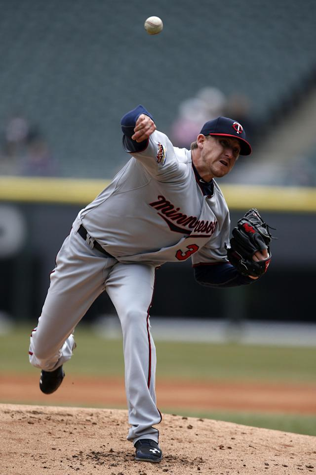 Minnesota Twins starting pitcher Kevin Correia pitches against the Chicago White Sox during the first inning of a baseball game on Wednesday, April 2, 2014, in Chicago, Ill. (AP Photo/Andrew A. Nelles)