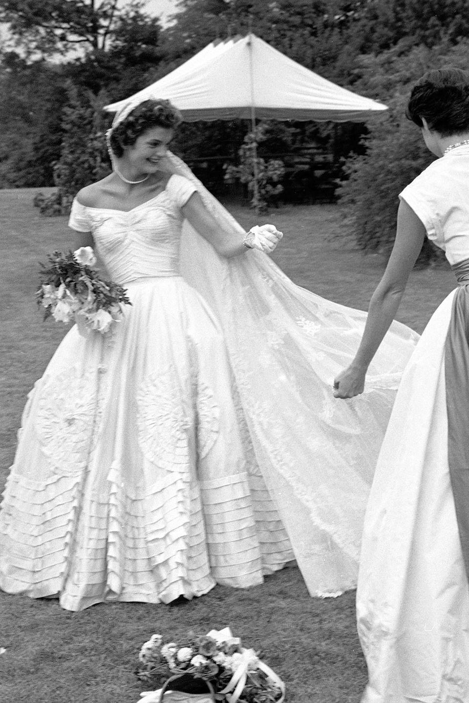 <p>The bride got some wardrobe assistance from a member of the bridal party.</p>