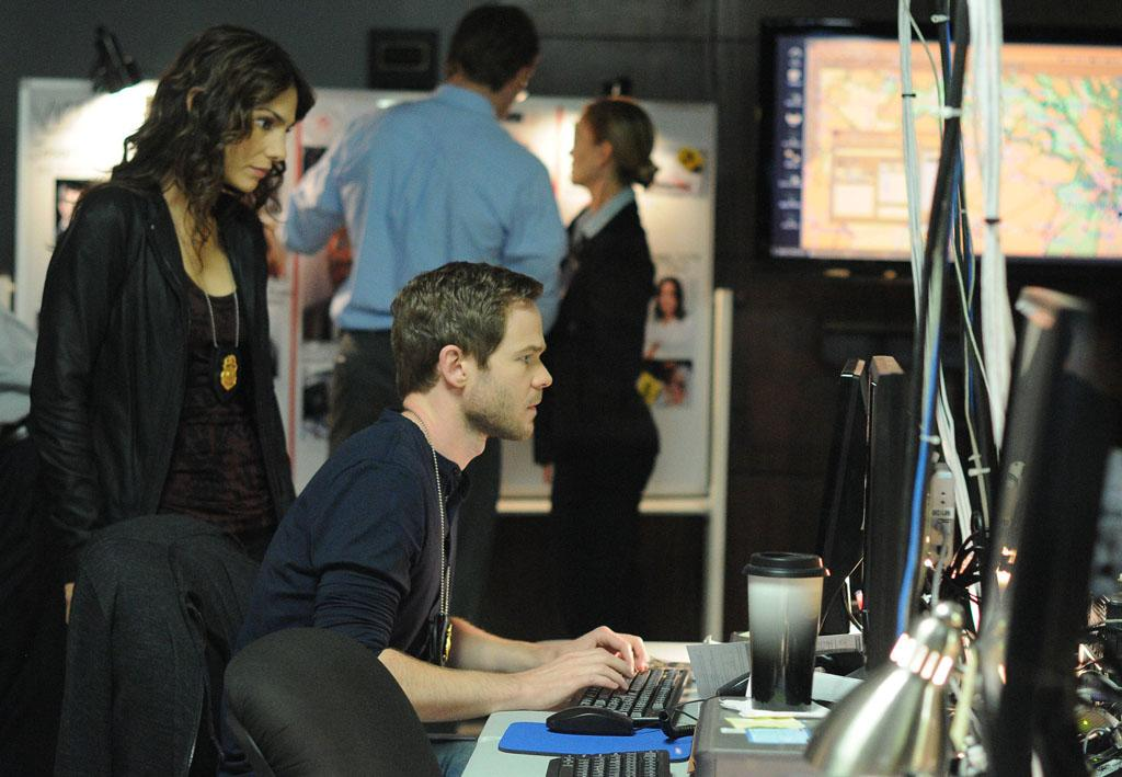 "FBI agents Parker (Annie Parisse) and Weston (Shawn Ashmore) uncover clues in the ""The Siege"" episode of ""The Following."""