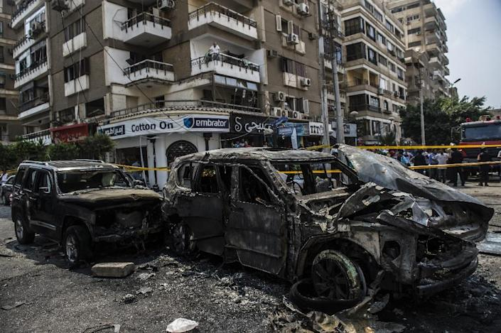 Burnt-out vehicles are seen at the site of a bomb attack that targeted the convoy of the Egyptian state prosecutor, Hisham Barakat, in Cairo on June 29, 2015 (AFP Photo/Khaled Desouki)
