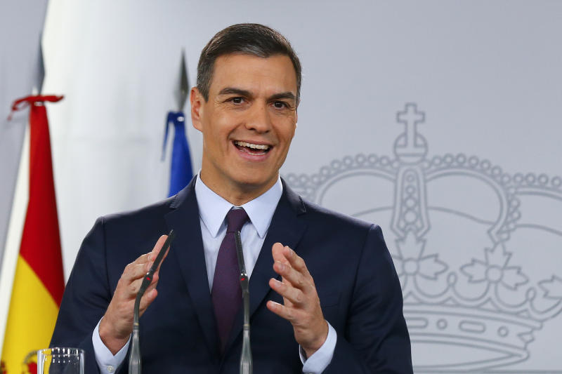 Spain's Prime Minister Pedro Sanchez delivers a statement at the Moncloa Palace in Madrid, Spain, Friday, Feb. 15, 2019. Sanchez has called early general elections for late April, the third such ballot in less than four years. (AP Photo/Andrea Comas)