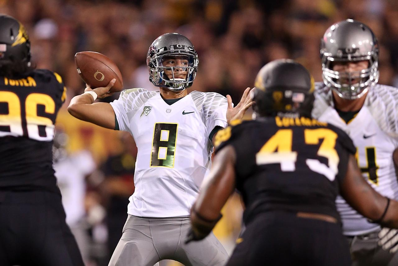 TEMPE, AZ - OCTOBER 18:  Quarterback Marcus Mariota #8 of the Oregon Ducks throws a pass during the college football game against the Arizona State Sun Devils at Sun Devil Stadium on October 18, 2012 in Tempe, Arizona.  (Photo by Christian Petersen/Getty Images)