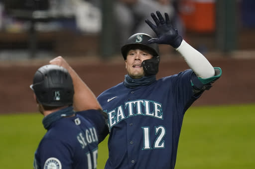 Gonzales shuts down Astros as Mariners roll to 6-1 victory