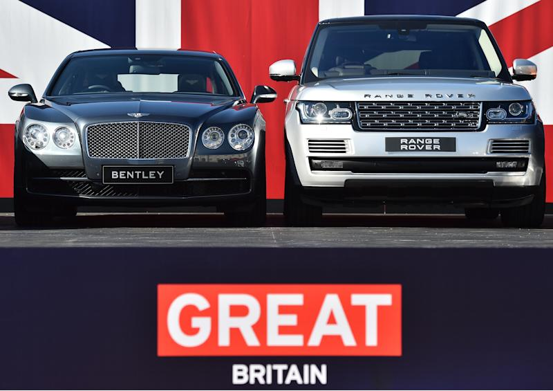 Two British built-cars, a Bentley Flying Spur (L) and a Range Rover are pictured at a photocall in London on September 10, 2015, as the British Society of Motor Manufacturers and Traders (SMMT) promote the British auto industry ahead of the Frankfurt International Motor Show. AFP PHOTO / BEN STANSALL (Photo credit should read BEN STANSALL/AFP via Getty Images)