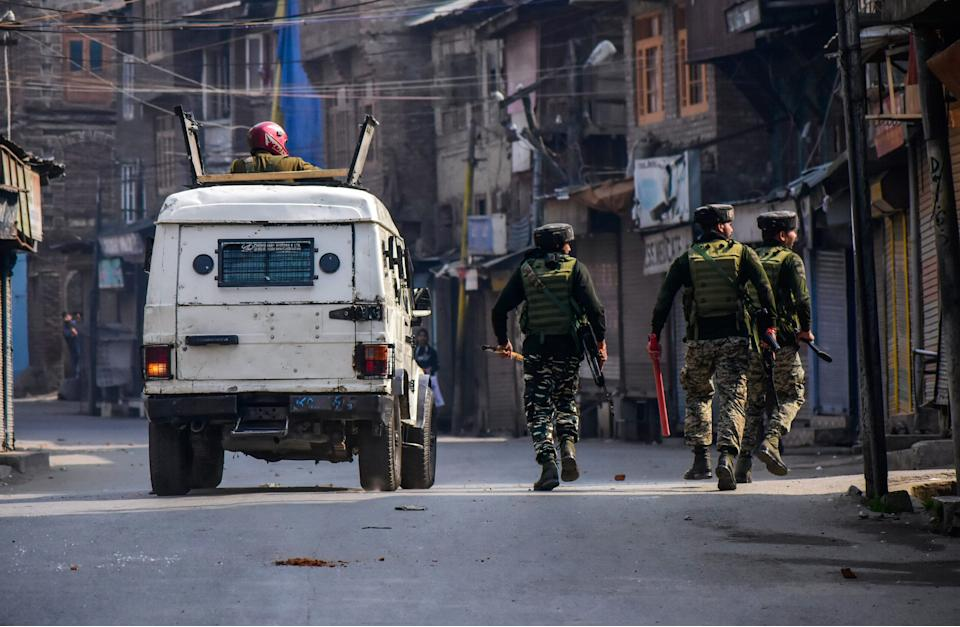 Paramilitary troopers patrol a street during clashes on October 29, 2019. (Photo: SOPA Images via Getty Images)