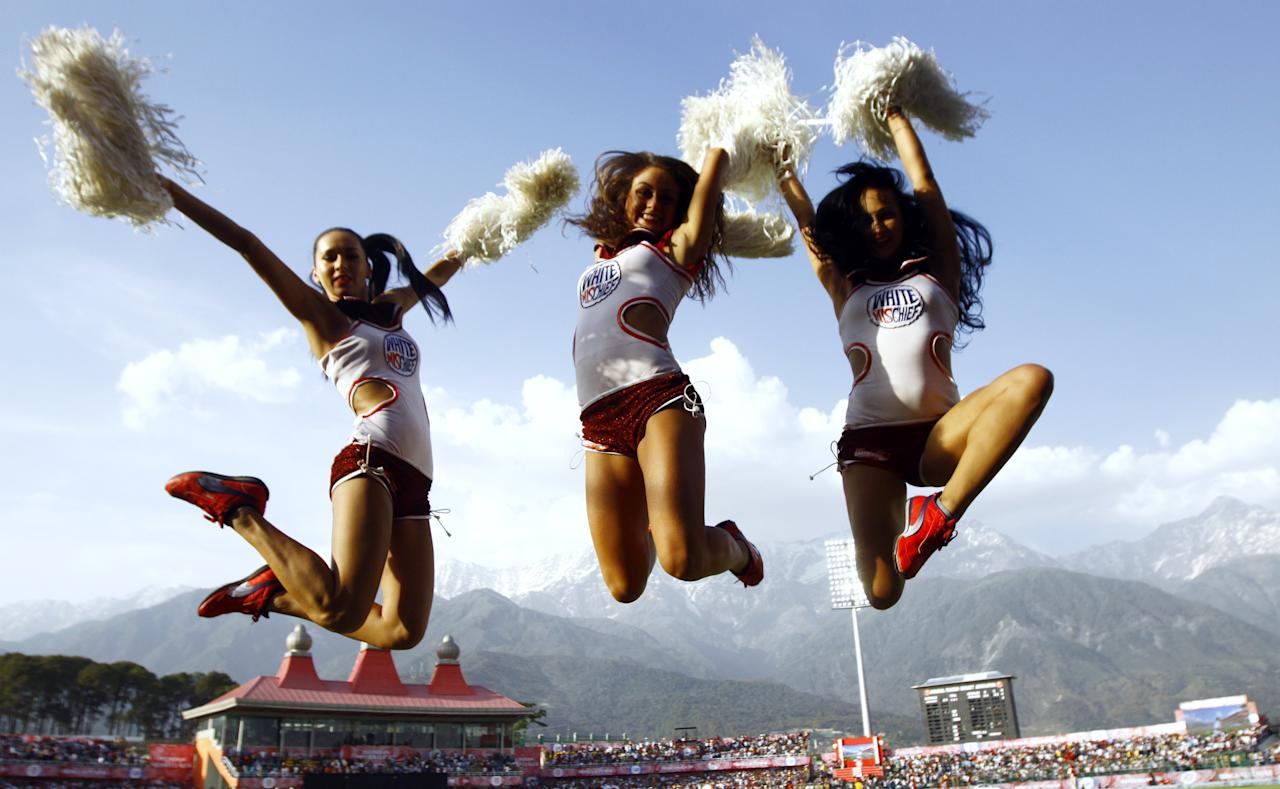 IPL cheerleaders perform for the Delhi Daredevils during the IPL Twenty20 cricket match between Kings XI Punjab and Delhi Daredevils at Himachal Pradesh Cricket stadium in Dharamsala on May 19, 2012.. Delhi Daredevils won by six wickets. RESTRICTED TO EDITORIAL USE. MOBILE USE WITHIN NEWS PACKAGE. AFP PHOTO/RAVEENDRAN        (Photo credit should read RAVEENDRAN/AFP/GettyImages)