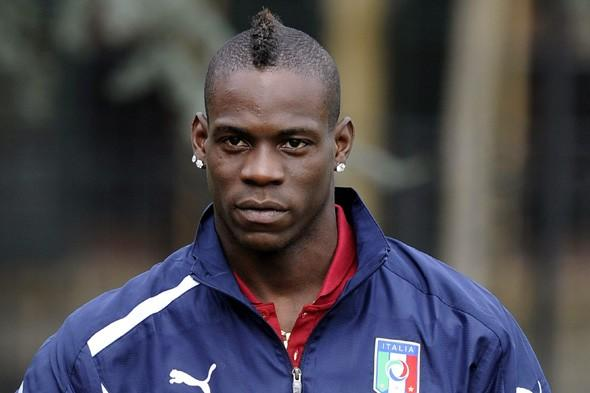 What has Mario Balotelli done to upset a train controller?