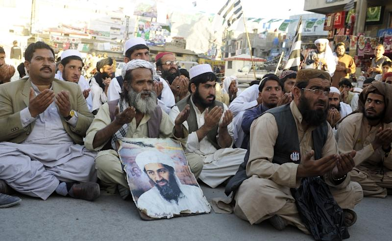 Supporters of hard line pro-Taliban party Jamiat Ulema-e-Islam (JUI) pray for the slain Al-Qaeda leader Osama bin Laden during a rally in Quetta (AFP Photo/Banaras Khan)