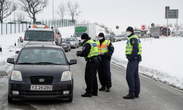 Police officers near Breitenau, Germany, check vehicles at the border with the Czech Republic on Feb. 15, following the introduction of restrictions by Germany due to the coronavirus pandemic.