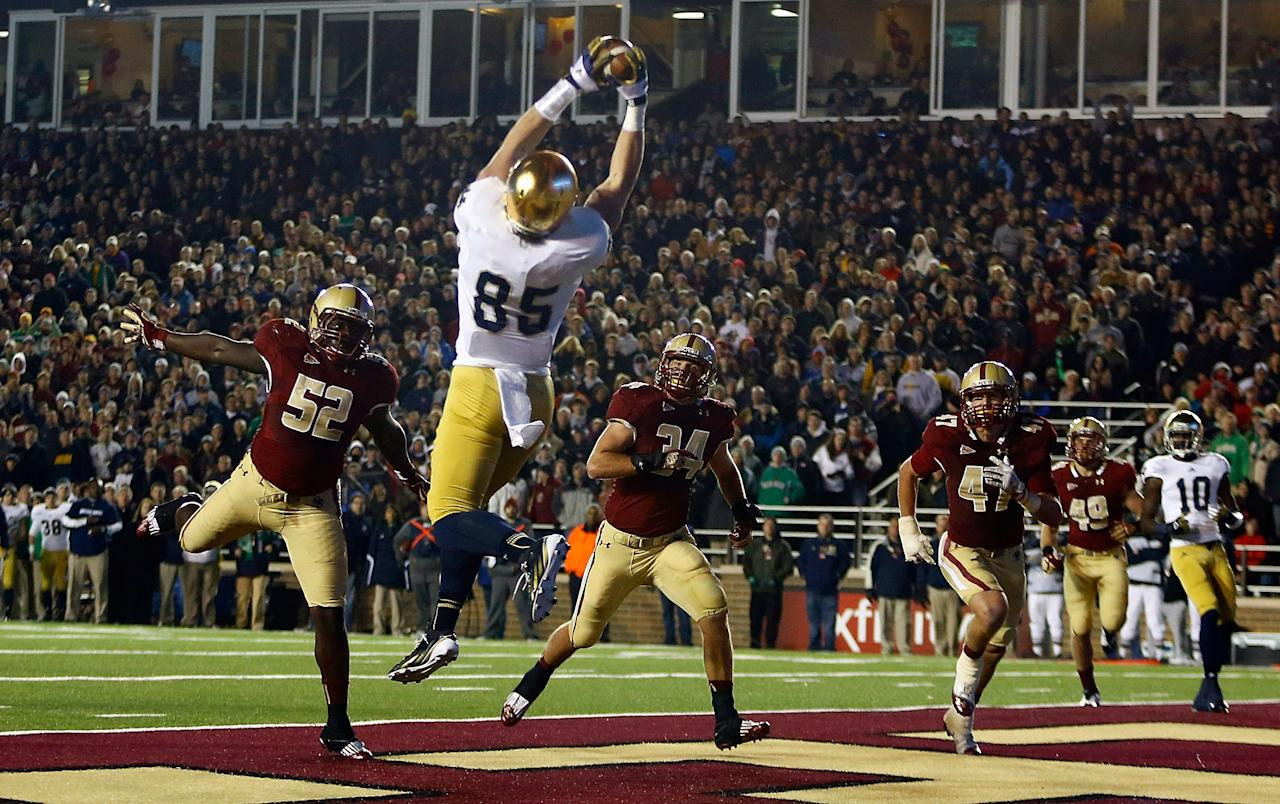 CHESTNUT HILL, MA - NOVEMBER 10:  Troy Niklas #85 of the Notre Dame Fighting Irish catches a touchdown pass against the Boston College Eagles defense at the end of the second quarter during the game on November 10, 2012 at Alumni Stadium in Chestnut Hill, Massachusetts.  (Photo by Jared Wickerham/Getty Images)