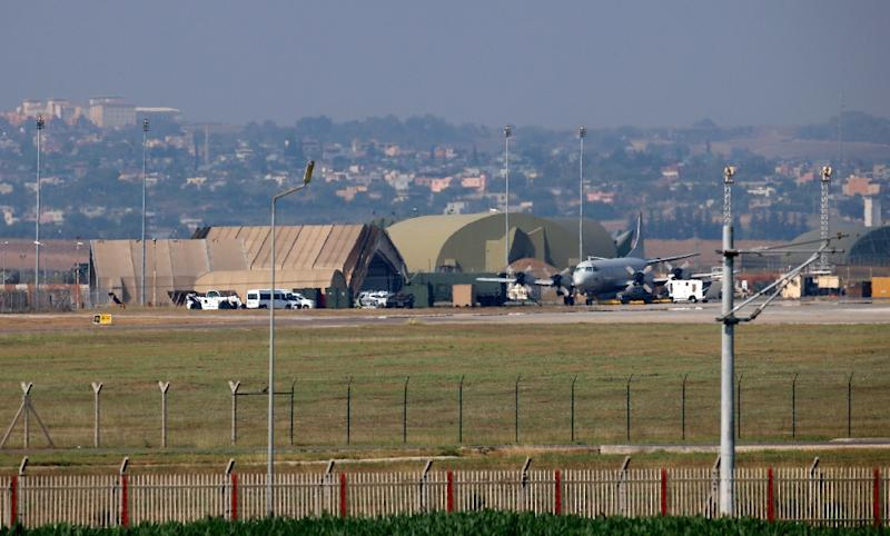 A military aircraft on the runway at Incirlik Air Base, near Adana, southeastern Turkey, on July 28, 2015 (AFP Photo/)