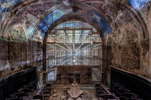 <p>Italian monestary chapel. (Photo: James Kerwin/Caters News) </p>