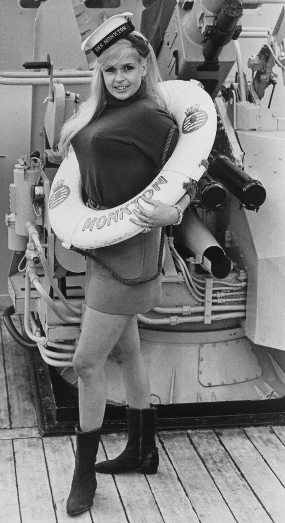 <p>Jayne Mansfield dons a turtleneck, miniskirt, and life preserver, as she poses on the back of a boat in 1967. </p>