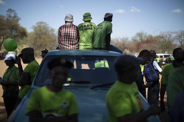 Supporters of Botswana Congress Party (BCP) leader Dumelang Saleshando watch from a car at an election campaign rally in Gaborone on October 18, 2014 (AFP Photo/Marco Longari)