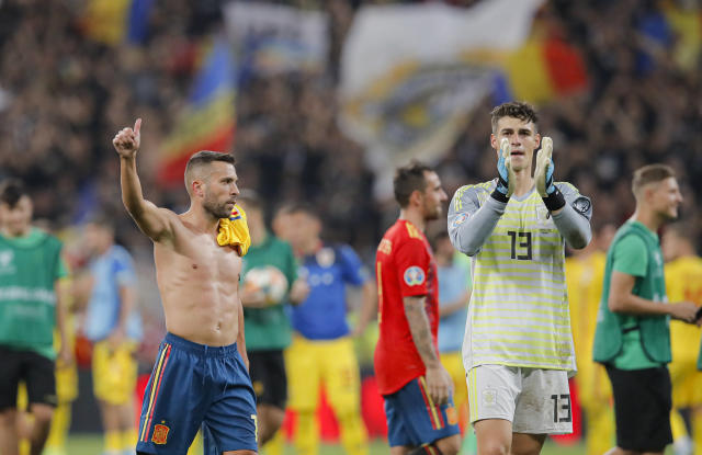 Spain's Alvaro Morata, left and Spain's goalkeeper Kepa salute spanish fans at the end of the Euro 2020 group F qualifying soccer match between Romania and Spain, at the National Arena stadium in Bucharest, Romania, Thursday, Sept. 5, 2019. (AP Photo/Vadim Ghirda)