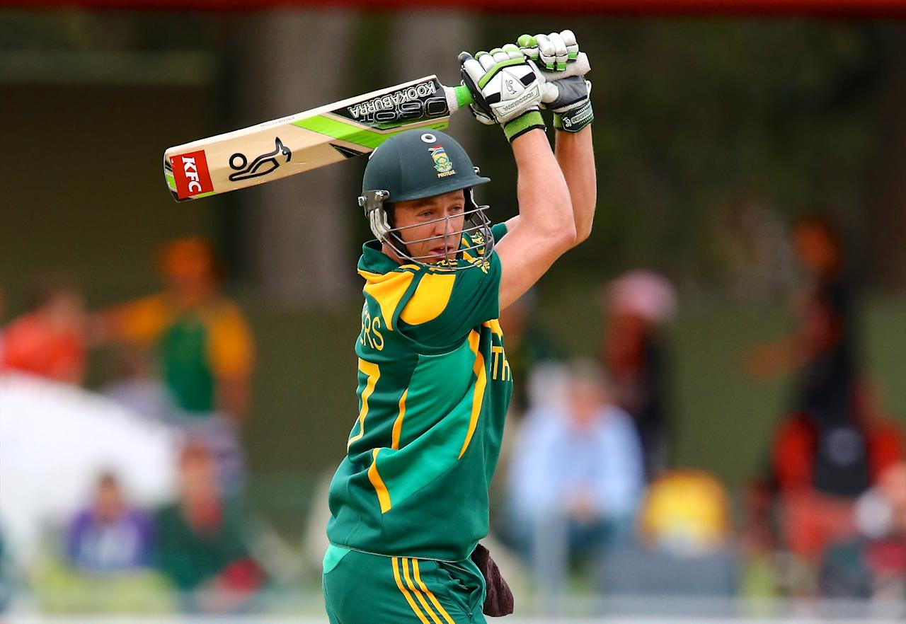 PORT ELIZABETH, SOUTH AFRICA - NOVEMBER 27: AB de Villiers of South Africa during the 2nd One Day International match between South Africa and Pakistan at AXXESS St Georges on November 27, 2013 in Port Elizabeth, South Africa. (Photo by Richard Huggard/Gallo Images)
