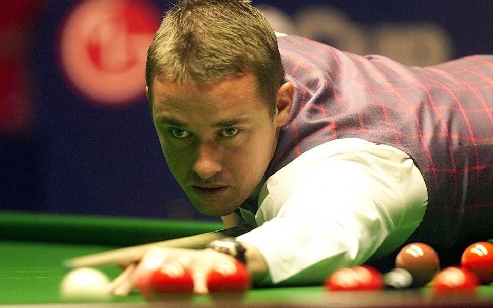 Preston/Hendry...Stephen Hendry in action against Mark Williams during The LG Cup match at The Guild Hall, Preston, Friday 19th October 2001 - Gareth Copley/Gareth Copley