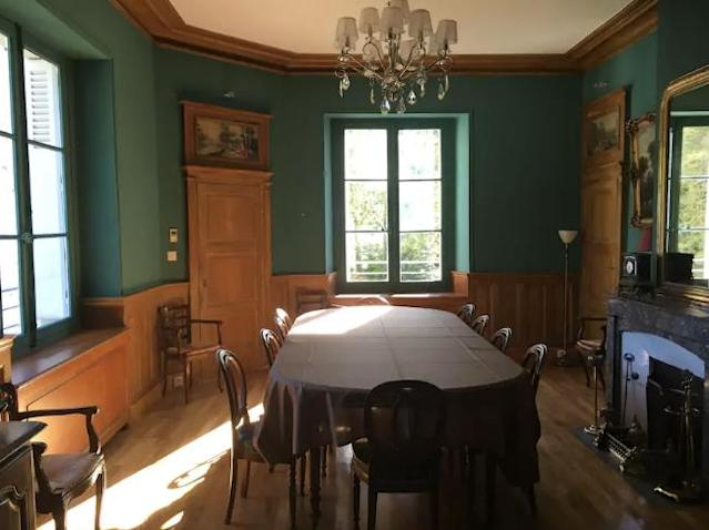<p>Dine like French royalty. </p>