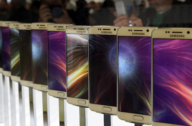 The Samsung Galaxy S6 is presented during the 2015 Mobile World Congress in Barcelona on March 1, 2015 (AFP Photo/Lluis Gene)