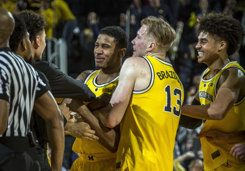 Matthews scores at buzzer enabling Wolverines to edge Golden Gophers