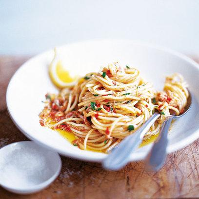 spaghetti with crab and chilli