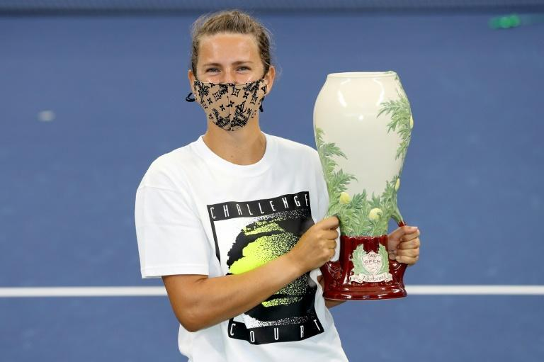 Victoria Azarenka poses with the winner's trophy