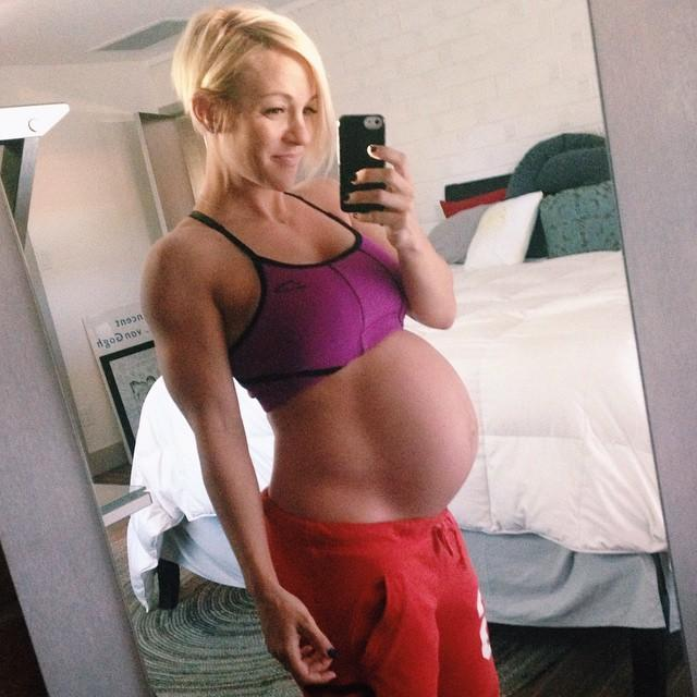 10 Pregnant Women With Six-pack Abs